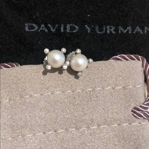 Gorgeous David Yurman pearl diamond studs